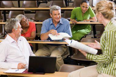 Profesor de Educación de Adultos, una buena alternativa
