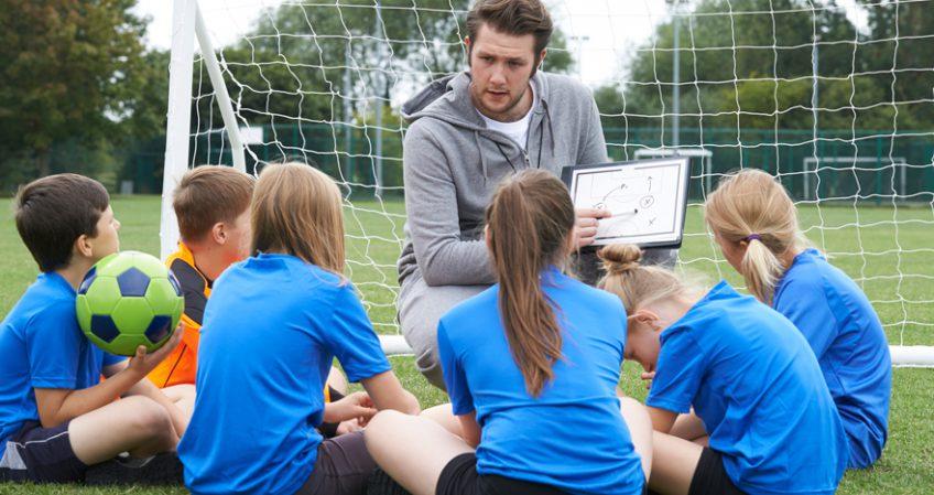 Cómo trabajar de entrenador de fútbol