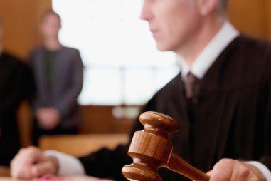¿A qué oposiciones de justicia puedes presentarte si no has estudiado una carrera?