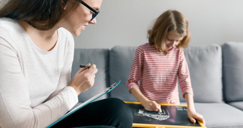 Descubre qué puede aportarte un curso en psicología infantil