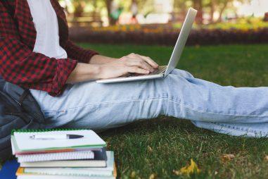 Cursos online para formarse en verano y mejorar tu CV
